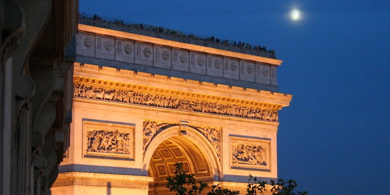Arc de Triomphe at ngiht, photo by Mark Craft