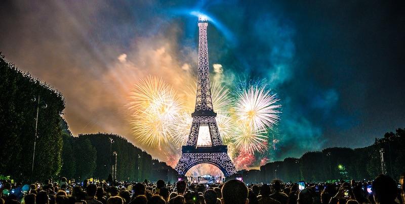 Eiffel Tower Fireworks, Champ de Mars, Wkkimedia, photo by Yann Caradec