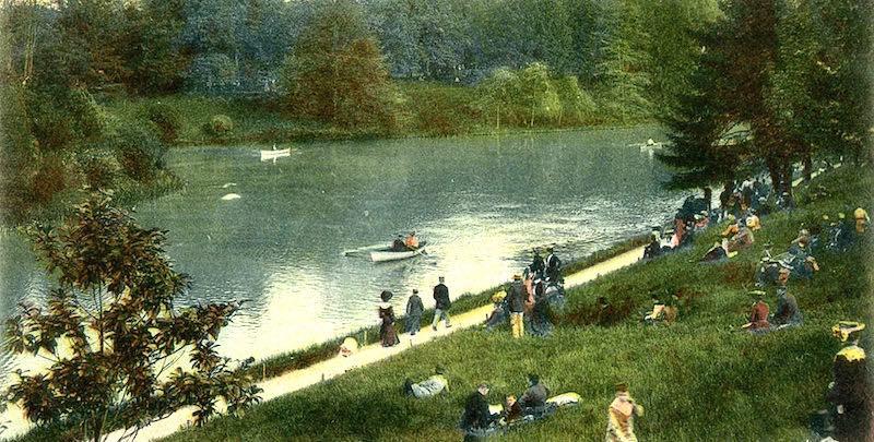 Bois de Boulogne postcard