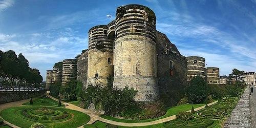 Mont Saint-Michel & Loire Valley Châteaux