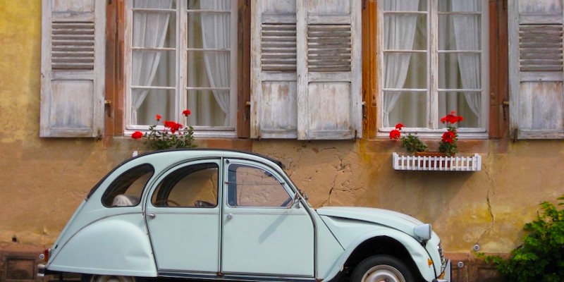 tour paris in an iconic 2cv paris insiders guide. Black Bedroom Furniture Sets. Home Design Ideas