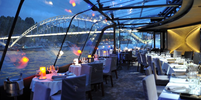 Dinner Cruise & Moulin Rouge