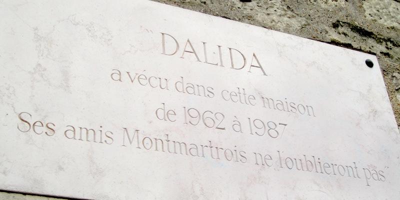 Rue d'Orchampt, Dalida Historic Plaque, photo by Dixmiervictor