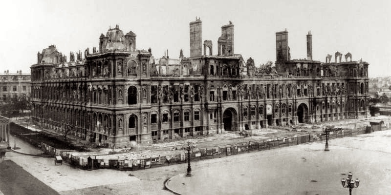 Burned-out shell of Hotel de Ville, 1871