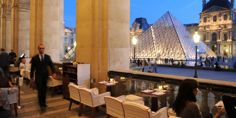 where to eat at the louvre museum