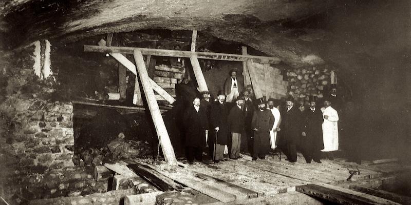 Metro under construction 1900