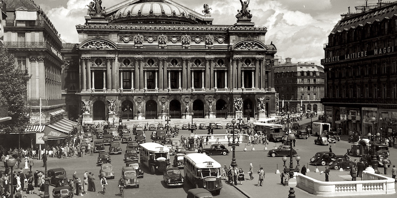 Place de la Opera in 1950 with a few buses and lot of cars