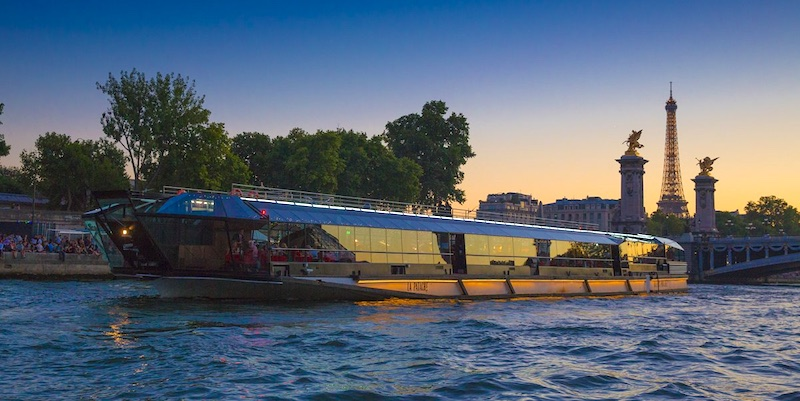 Seine Dinner Cruise at Night with Live Music