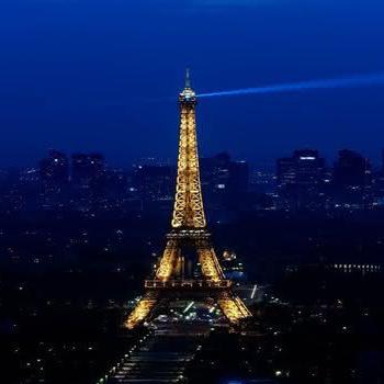 Vivaldi's Four Seasons on the Eiffel Tower