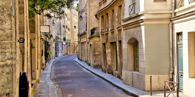 Latin Quarter & Notre Dame Small Group Tour