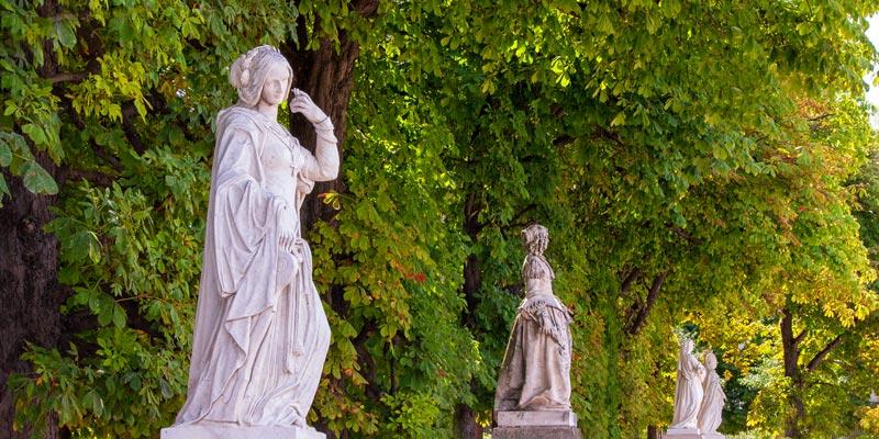 Statues of Queens