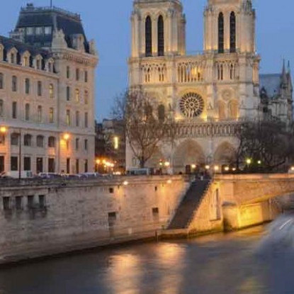 Walking Tour + Skip the Line at Notre Dame