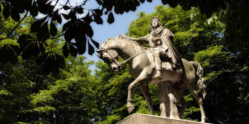 Place des Vosges, statue of Louis XII, photo by Mark Craft