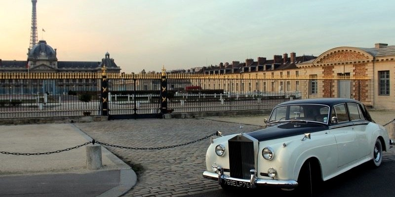 Cruise Paris in a Vintage Rolls Royce